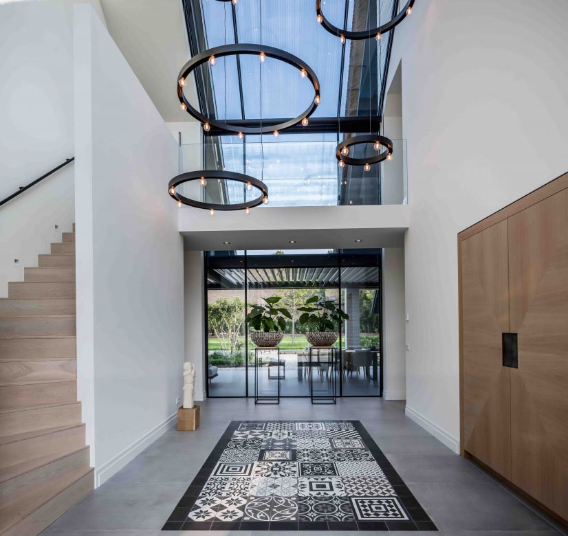 Haengeleuchte-Deckenleuchte-Delta-Line-und-Light-Super-Oh-rund-schwarz-Eggers-Einrichten-Interior-Design-Muenchen-Raumausstattung-Inneneinrichtung-X