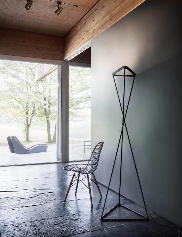 Lampen Leuchten Stehleuchte Tango Luceplan schwarz Eggers Einrichten Interior Design Muenchen