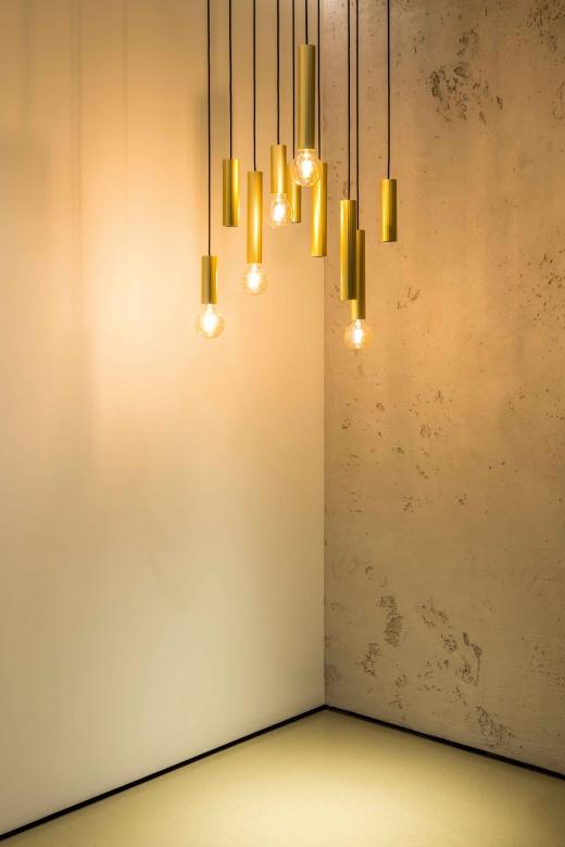 Pendelleuchte-Delta-line-und-light-Hedra-gold-modern-Eggers-Einrichten-Interior-Design-Muenchen-Raumausstattung-Inneneinrichtung-2-X