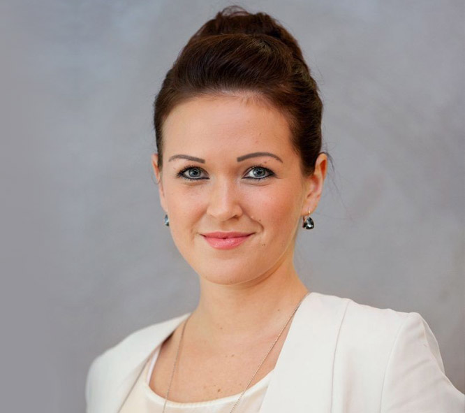 Frau Yasmin Malek